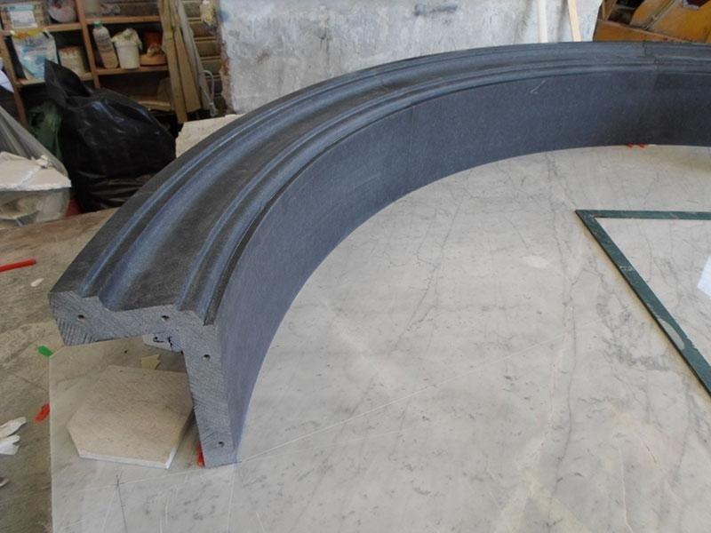 portale in curva in granitonero assoluto levigato
