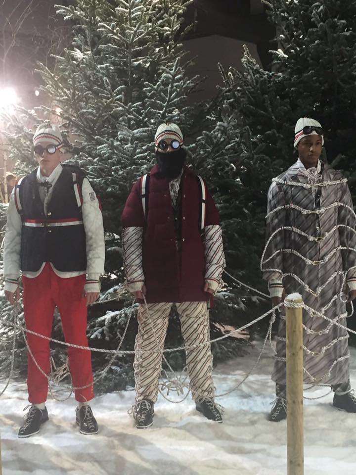 tre persone vestite invernali e della neve