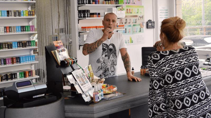 L'accettazione del negozio This Is Art - Smoking Aces a Gaggiolo di Cantello