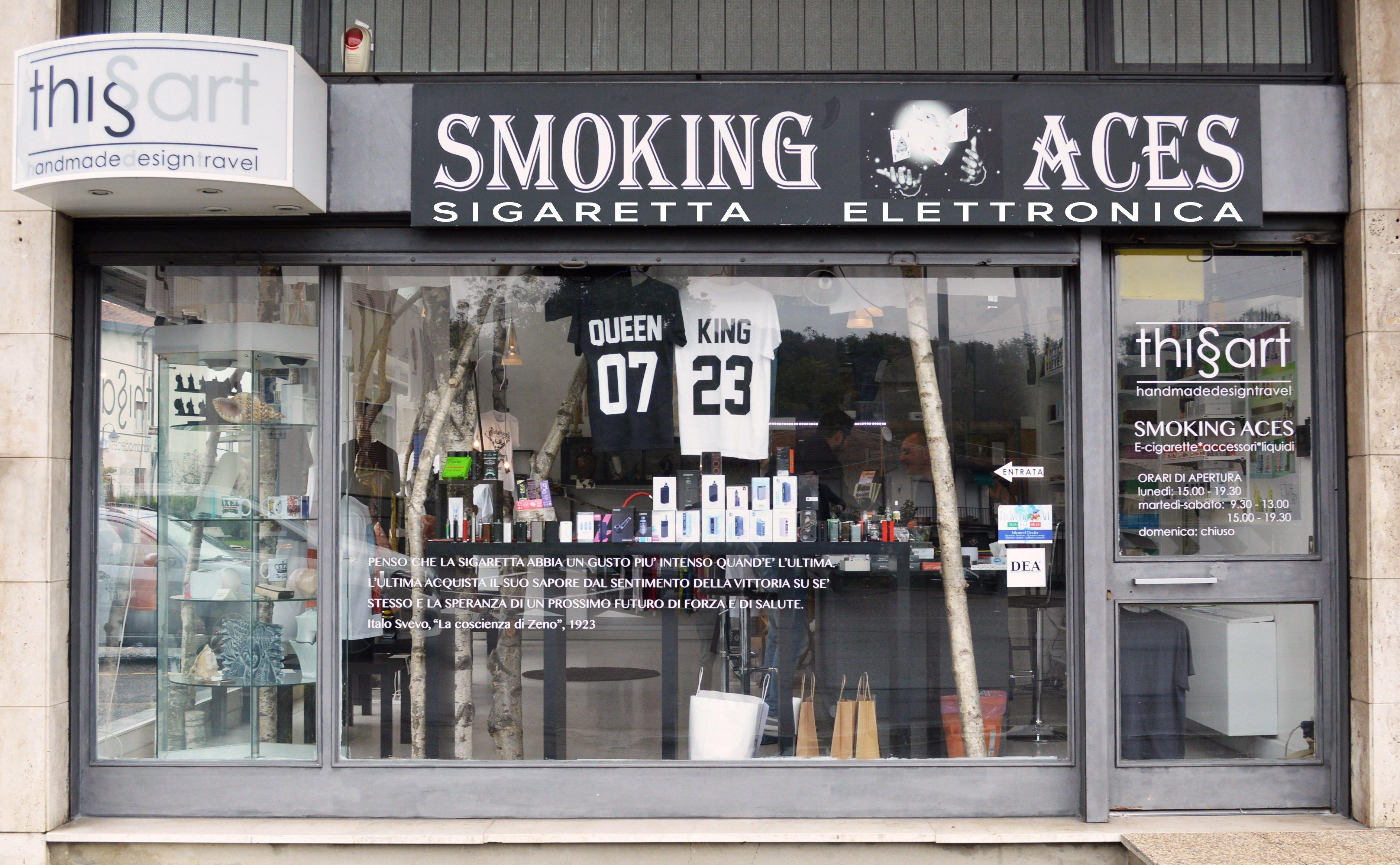 Vista frontale del negozio This Is Art - Smoking Aces a Gaggiolo di Cantello