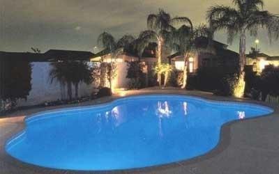 Illuminazione piscina blu