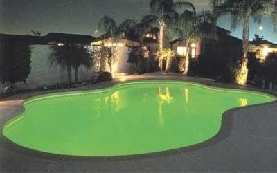Illuminazione piscina verde