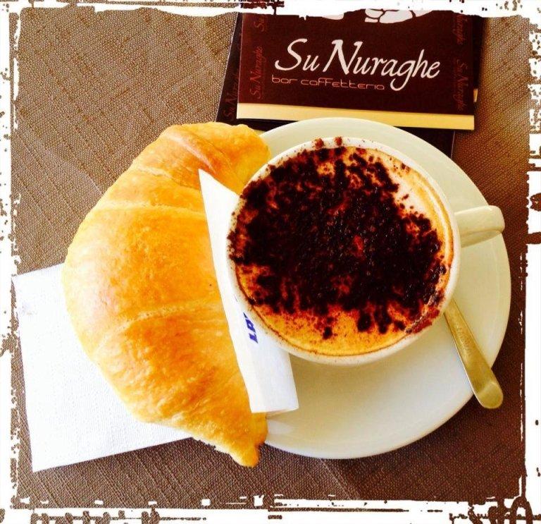Colazione bar su Nuraghe Pula