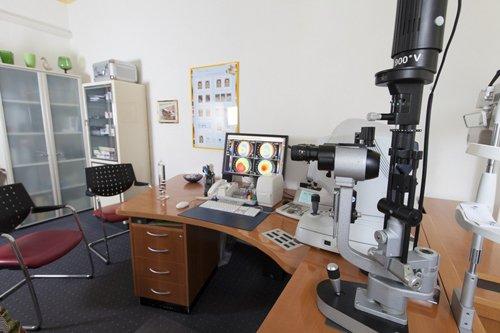 attrezzature per controllo della vista