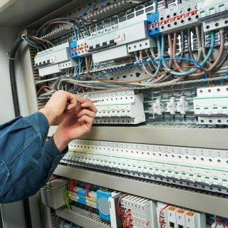 Installazione e manutenzione impianti elettrici