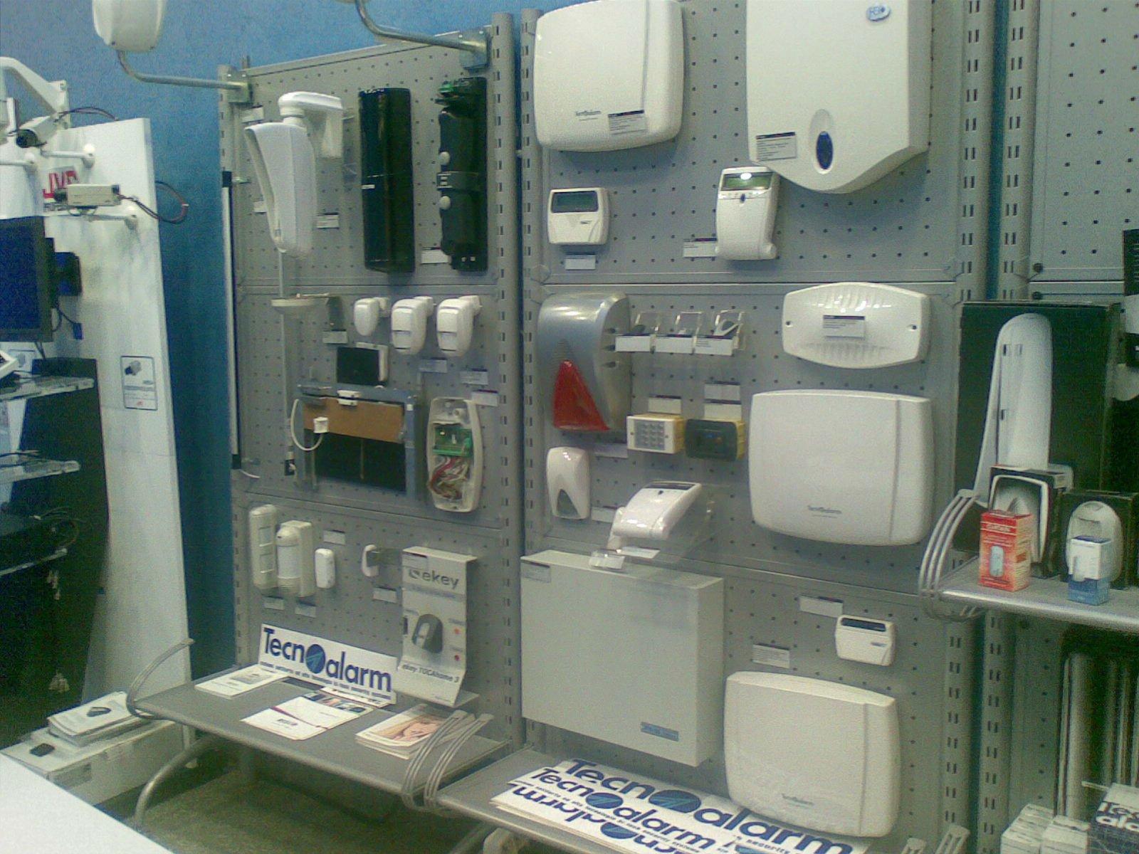 allarmi e dispositivi di sicurezza in esposizione