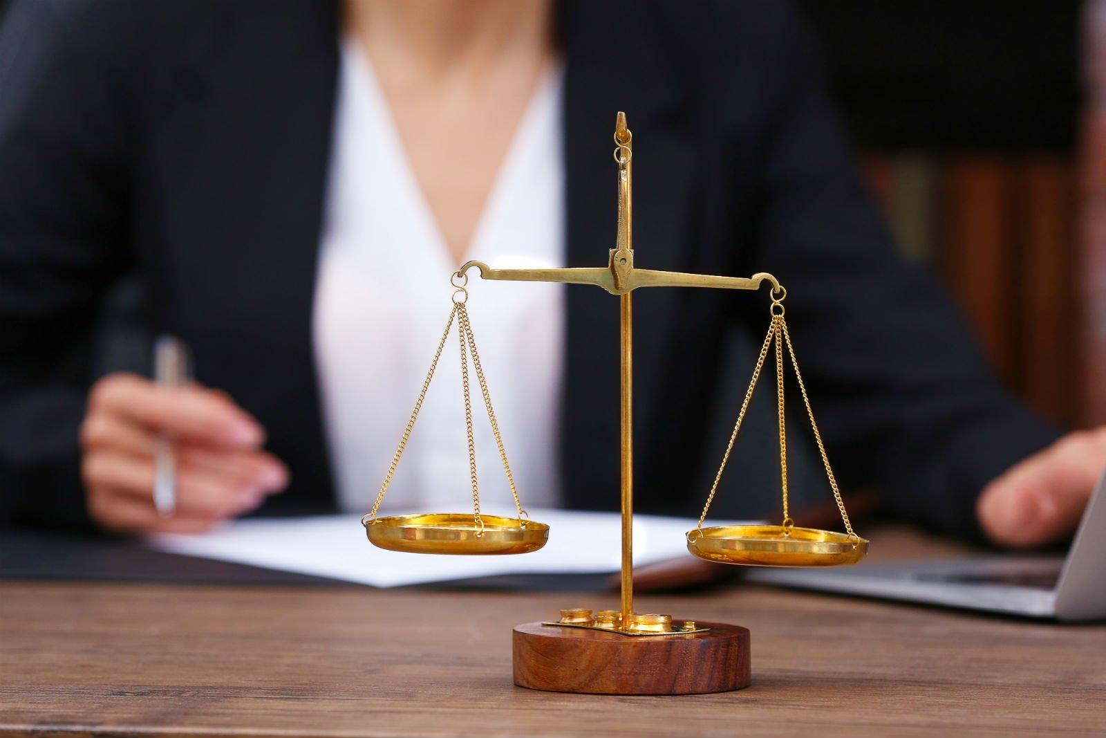 piccola bilancia simbolo della giustizia