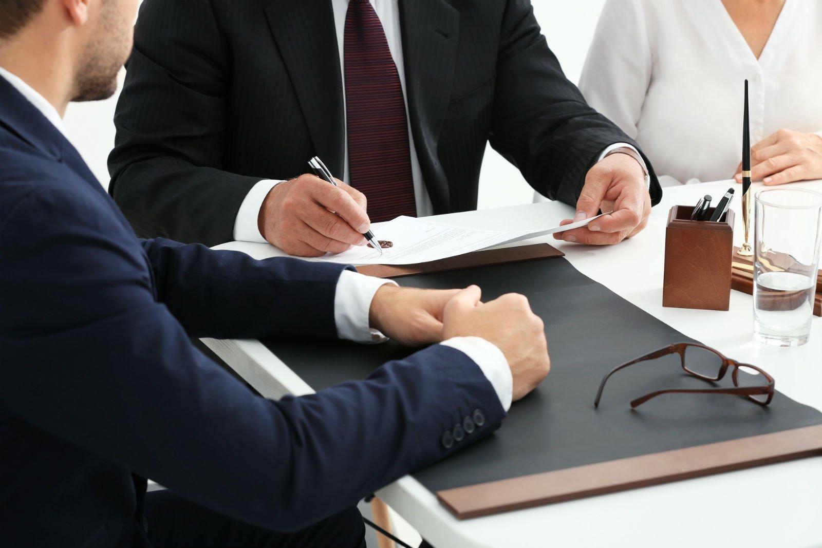 avvocati durante una consulenza