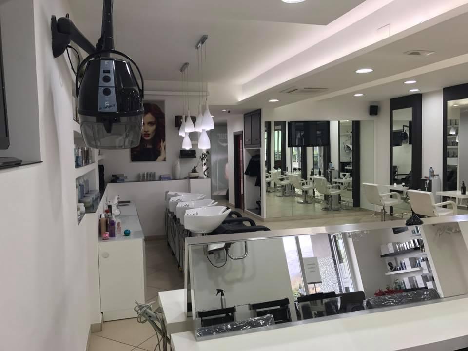 Interno di un salone da parrucchiere