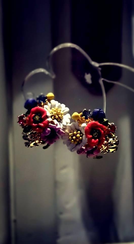 orecchini a lobo a forma di bouquet