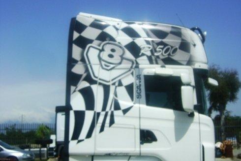 Colorazione con adesivi veicoli