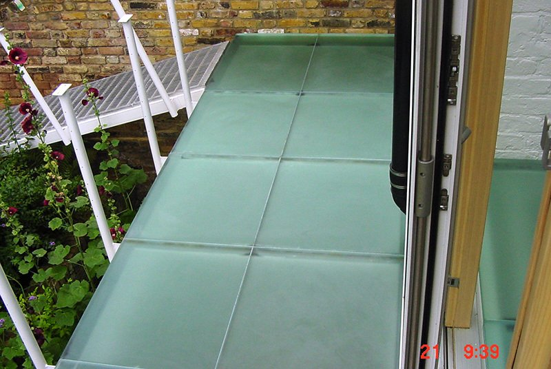 safety glass walkway