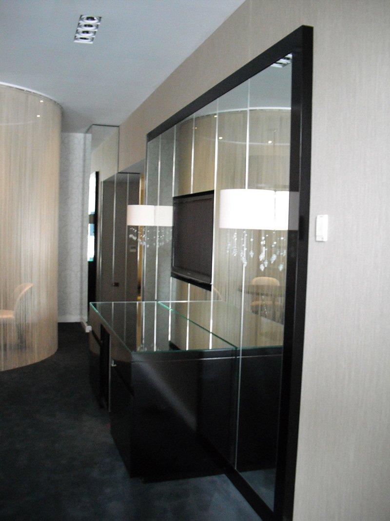 glass dividing wall