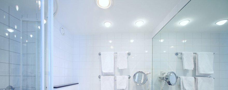 glass bathroom fittings