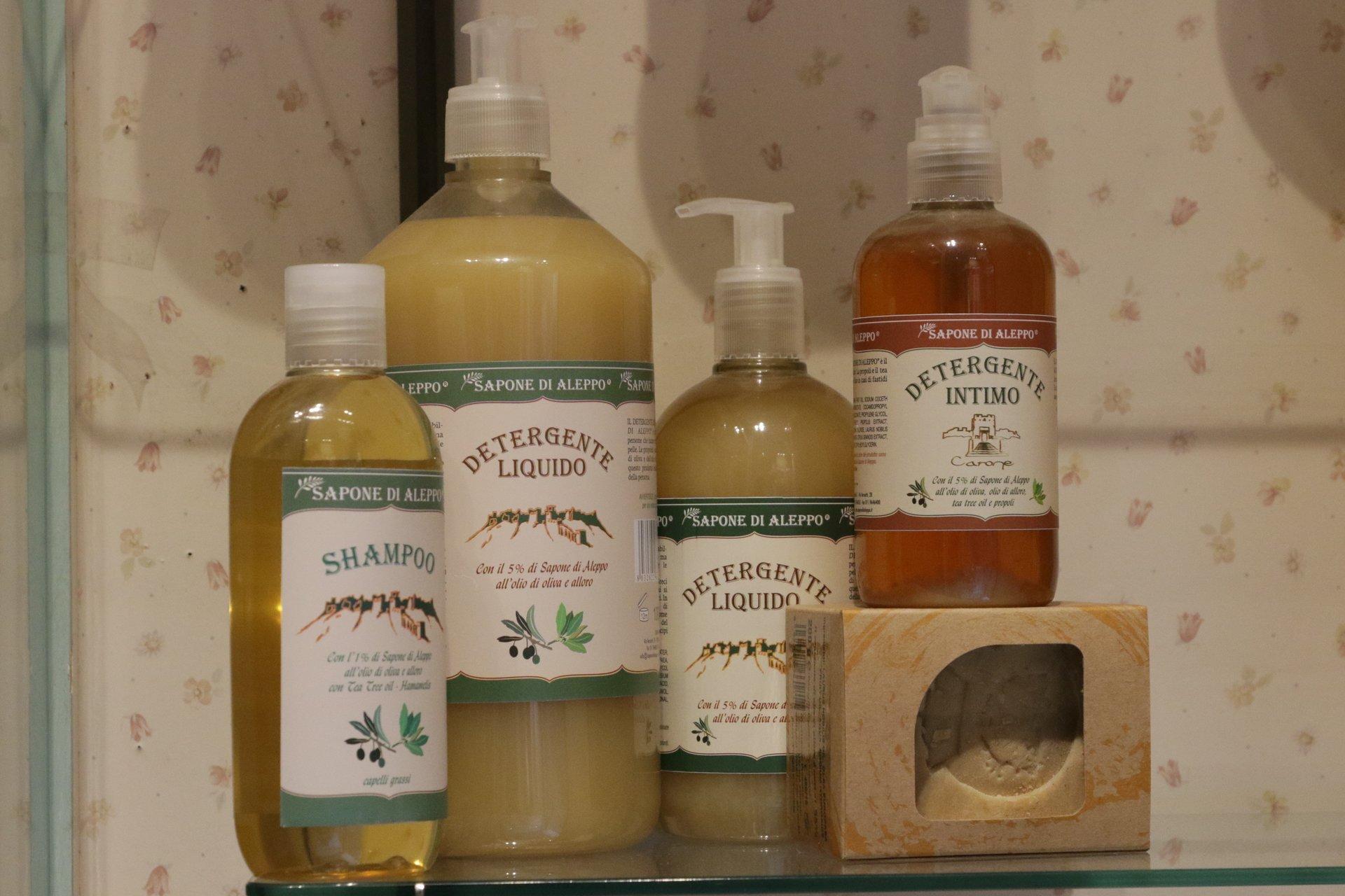 bottiglie di detergente liquido