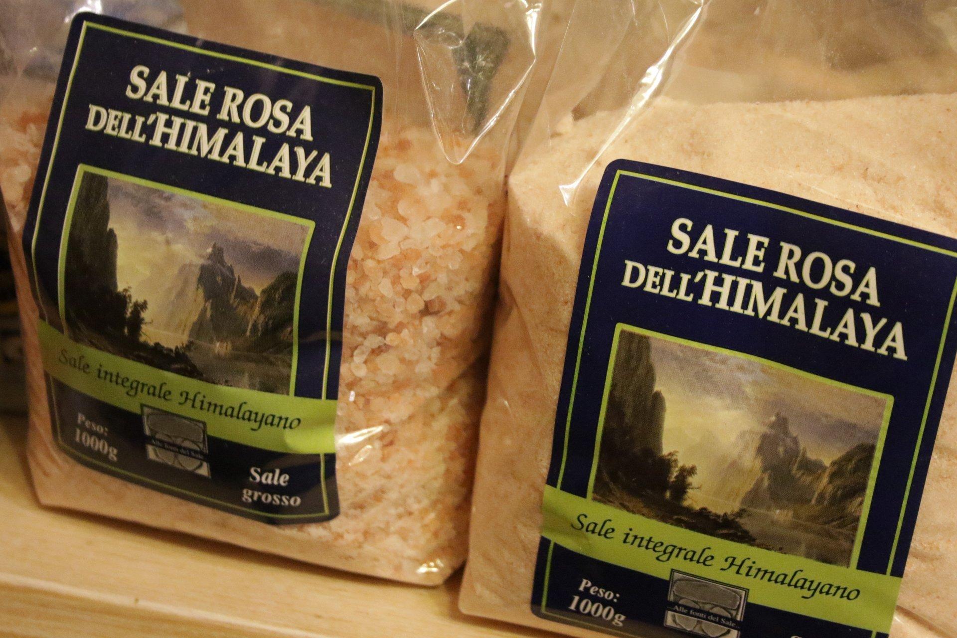 confezioni di sale rossa dell' Himalaya