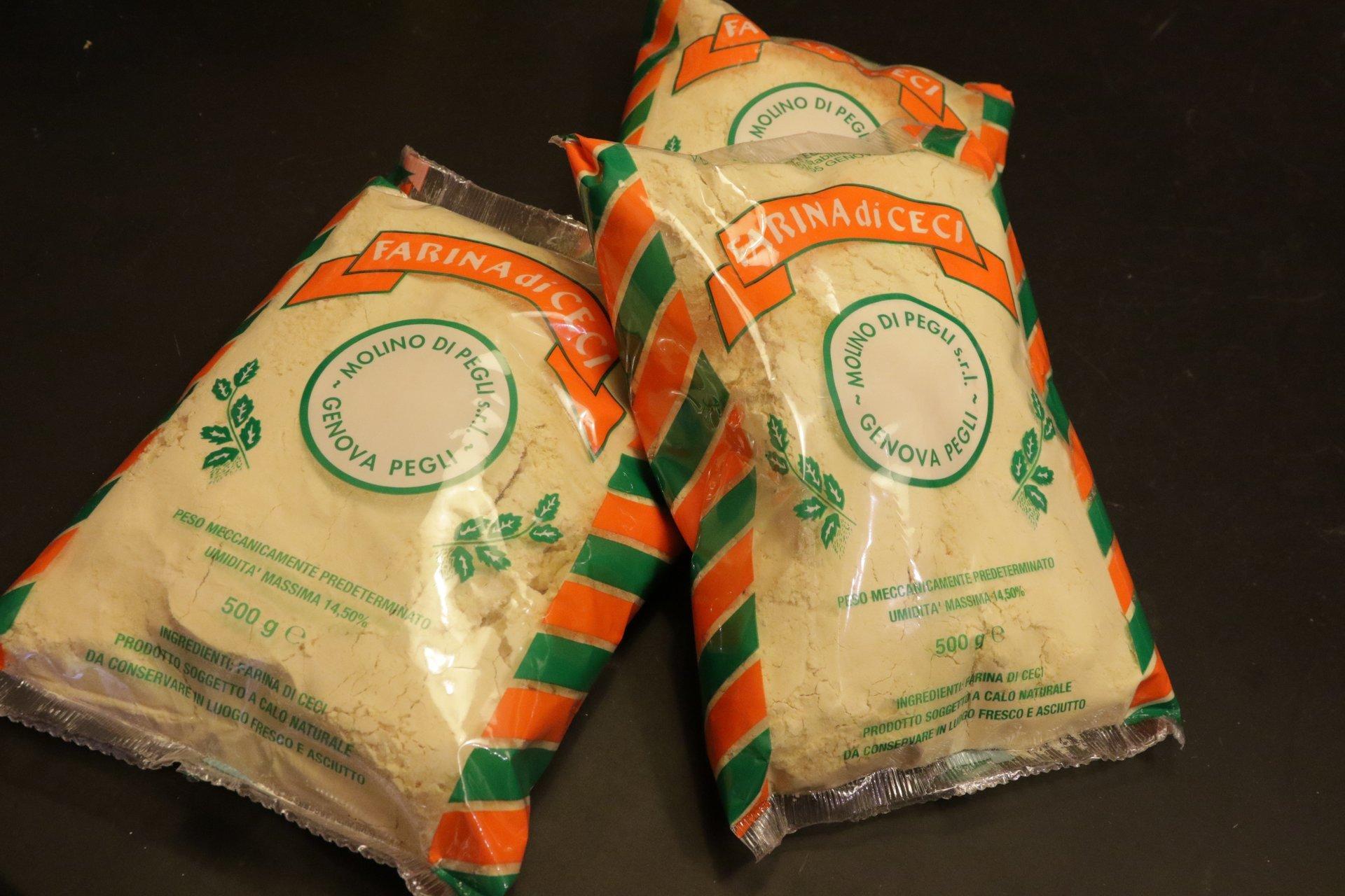 sacchi di farine a marchio Farina di Ceci