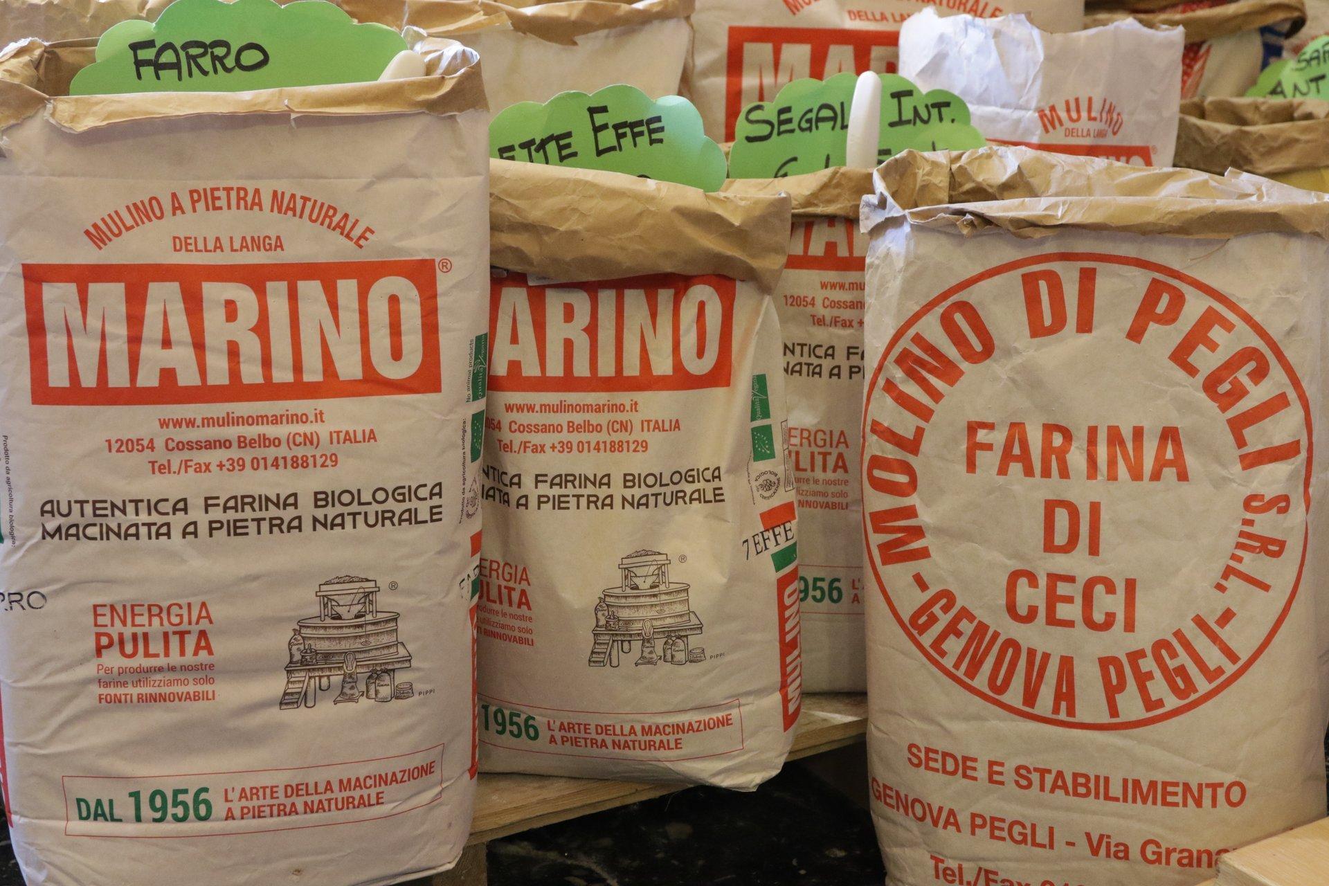 sacchi di farine a marchio Marino