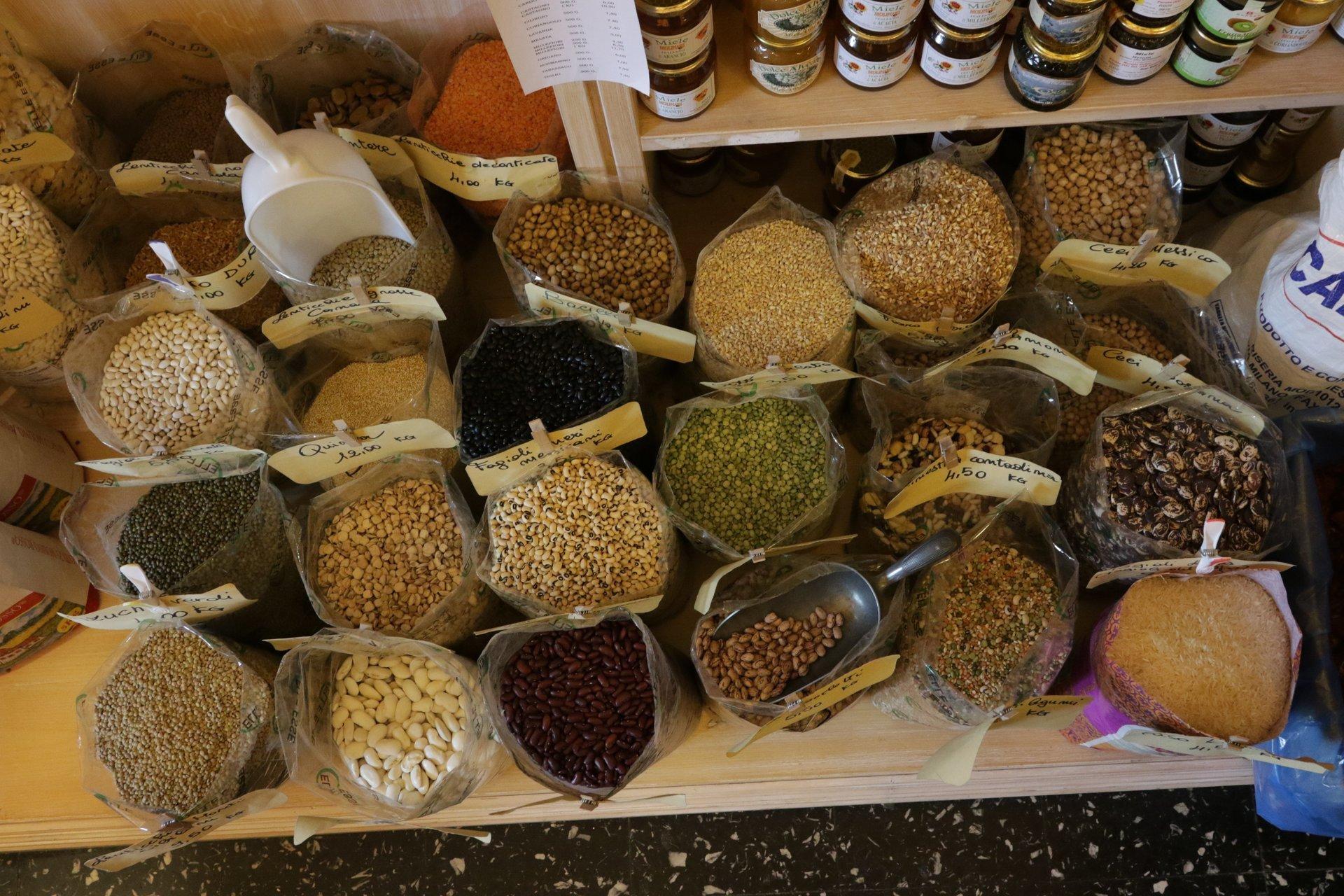 confezioni di legumi con tag