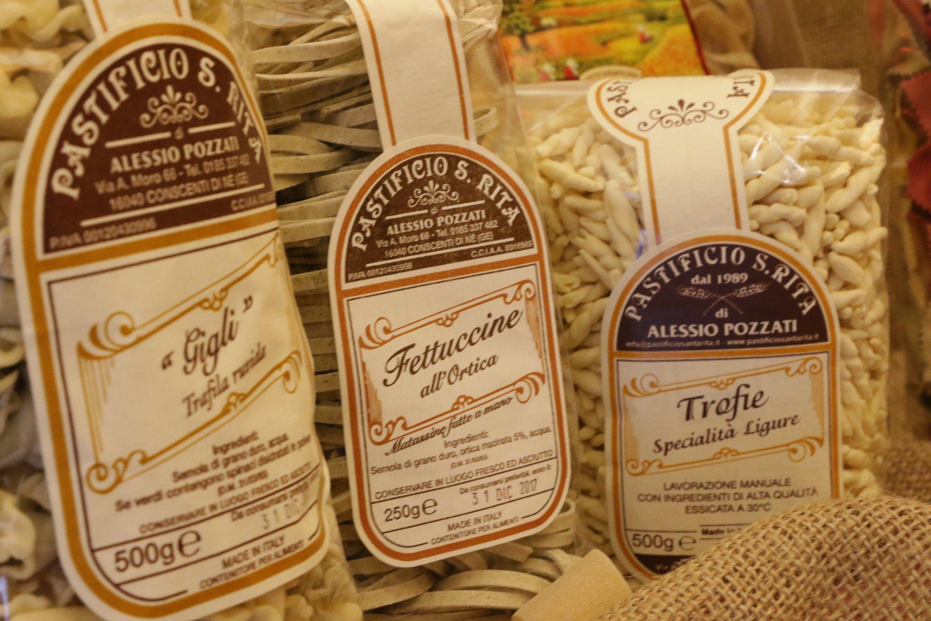 confezioni di pasta con diverse marca
