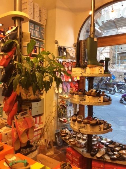 Scarpe delle migliori marche a Siena da Calzature Fiorini