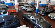 varie macchine in un autofficina