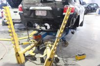 toyota-kluger-during-auto-repairs