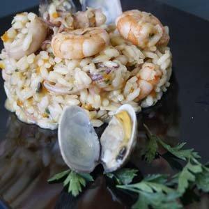 un tortino di riso gamberi e molluschi