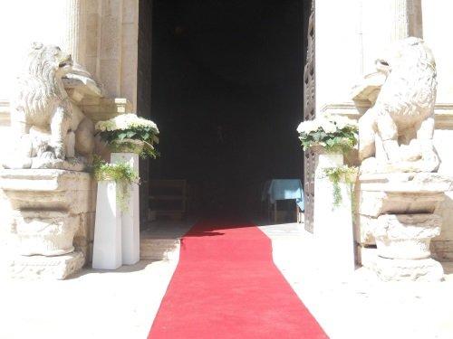 tapetto rosso nella chiesa