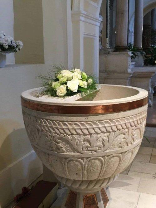fiori decorative nella chiesa
