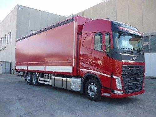 Un camion bordeaux
