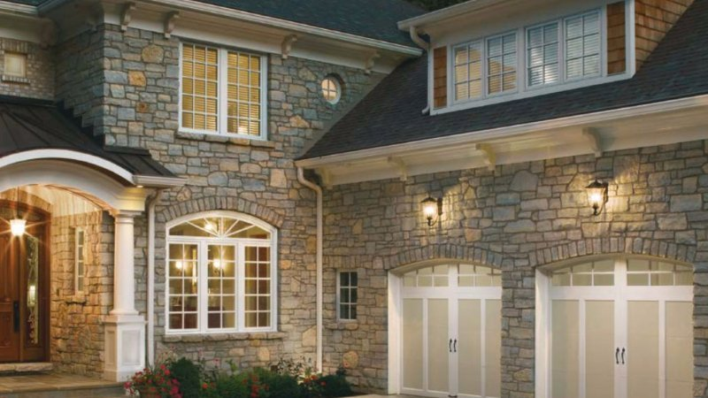 Residential Garage Doors - Milwaukee, Waukesha, West Bend, Jefferson, WI