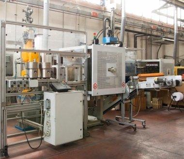 materie plastiche, macchine e attrezzature per stampaggio ad iniezione di tecnopolimeri, stampi per materie plastiche