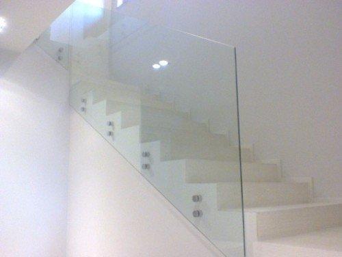 Scale con parapetto di vetro