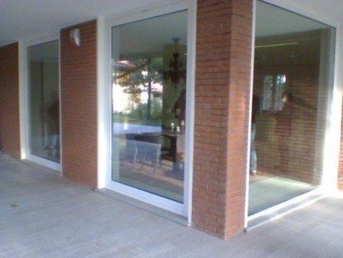 Stanza con pareti di vetro