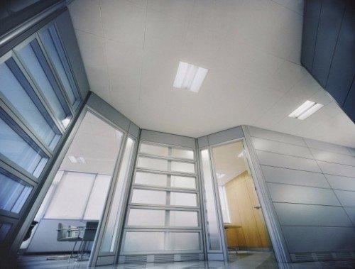 Vari modelli di pareti e pannelli divisori di alluminio e vetro