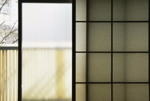 Campionario di vetri: vetri per porte, vetri per finestre, vetri decorati, vetri antirumore, vetri antisfondamento e vetri antiproiettile.