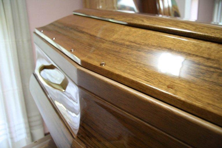 Cassa funebre di legno
