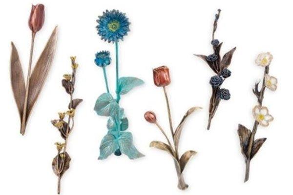 dei fiori di diversi tipi e colori
