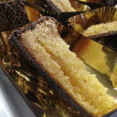 tranci di torta sacher o fiesta