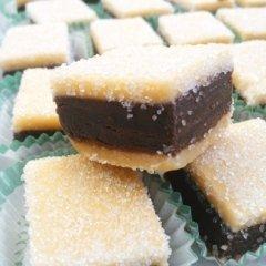 PREZIOSA, pasta di mandorla farcita al cioccolato