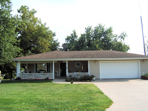 View of the exterior house after siding got repaired by teh contractor in Table Rock, NE
