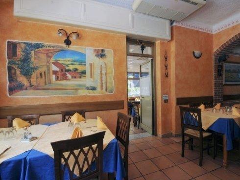 gli ambienti del ristorante sono decorati con gusto