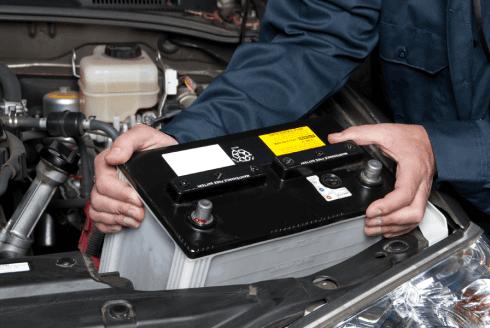 Controlliamo la batteria della vostra auto e, se necessario, la sostituiamo.