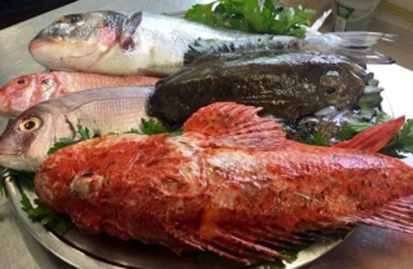vassoio di pesce crudo