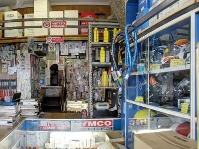 negozio di ricambi moto
