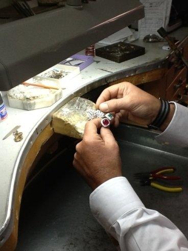 Creazione gioielli con pietre preziose