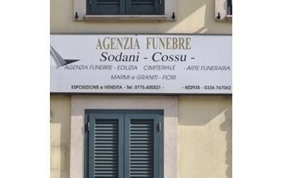 un cartello con scritto Agenzia Funebre Sodani Cossu
