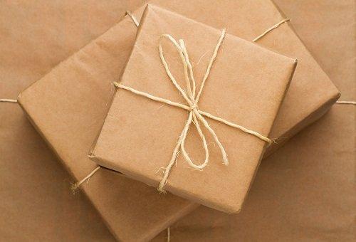Tre scatole incartate