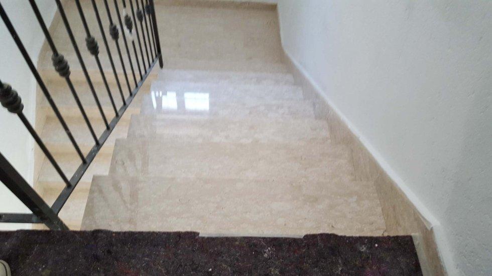 scalinata in marmo dopo levigatura